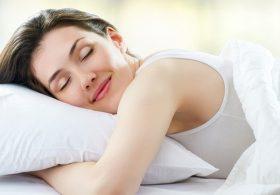 Gợi ý những loại tinh dầu giúp bạn ngủ ngon hơn